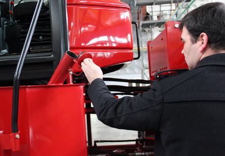 Тракторы серии 2000 (335-375 л.с.)  52fc9f80cebc7Toplivnyybak458